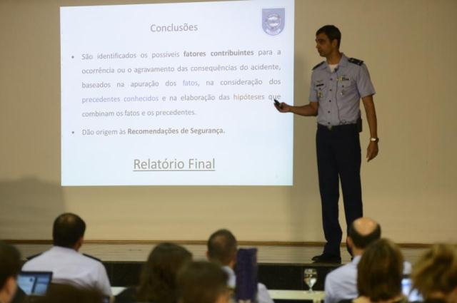 Investigadores-da-Aeronautica-divulgam-os-resultados-das-investigacoes-do-acidente-que-matou-o-candidato-a-presidencia-da-republica-Eduardo-Campos-foto-Jose-Cruz-Agencia-Brasil_201501260001-850x565