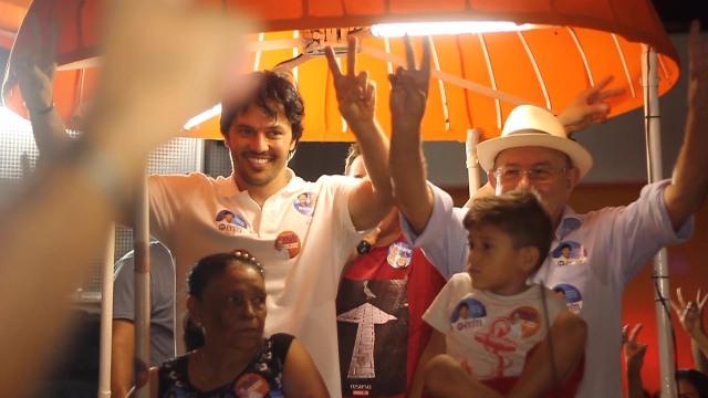 Resultado de imagem para fotos de deputado vivaldo costa em campanha