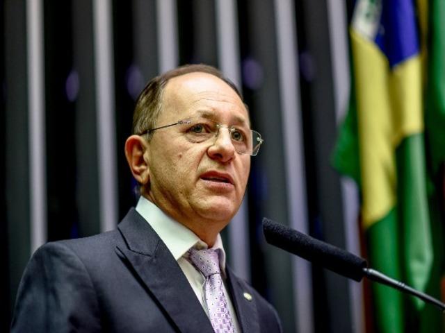 ESTELIONATÁRIOS USAM NOME DO DEPUTADO BENES LEOCÁDIO PARA APLICAR ...